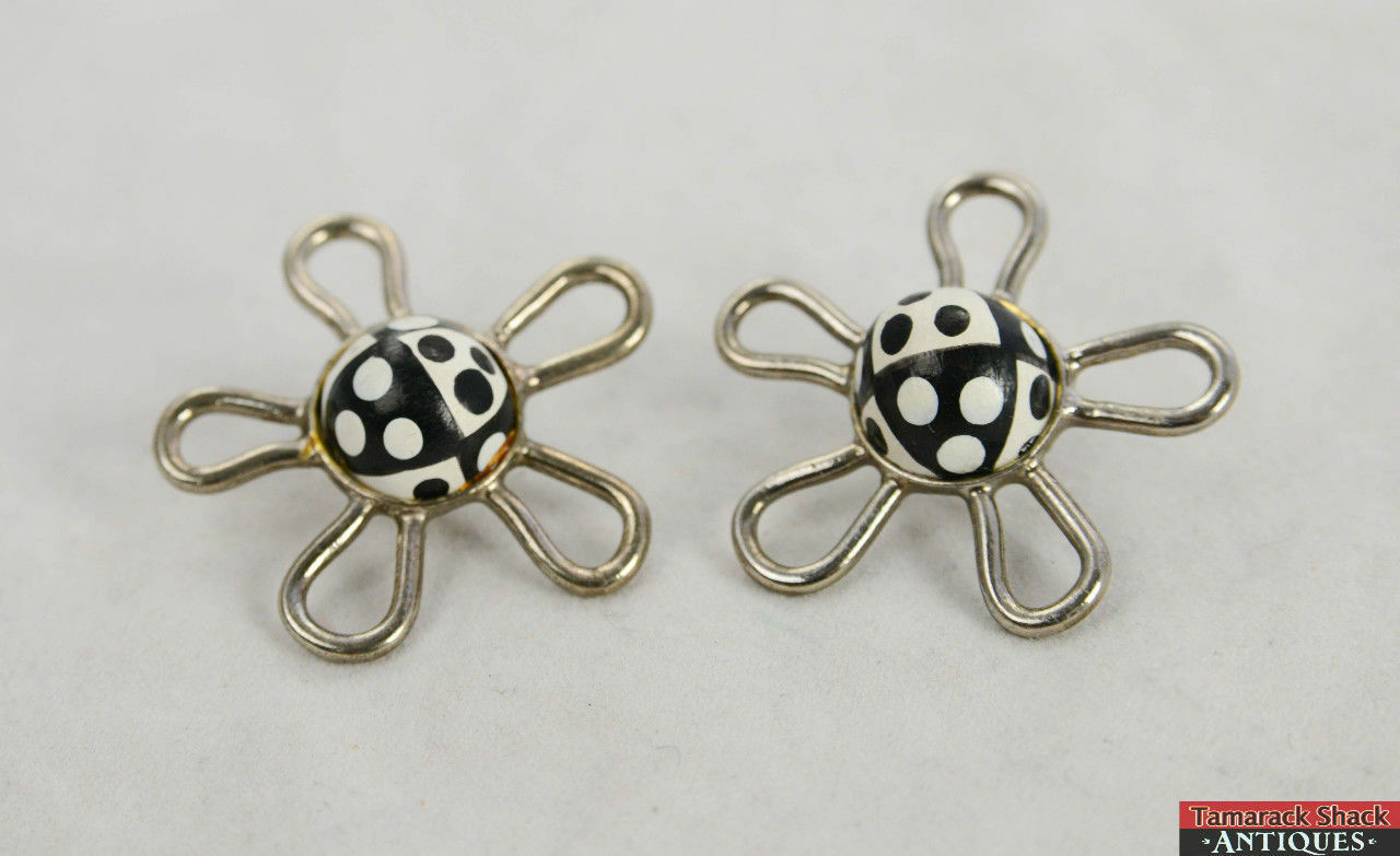 VTG-1970s-80-Retro-Earrings-Black-White-5-Arm-Petals-Silver-Tone-Flower-Power-291263978974-2.jpg
