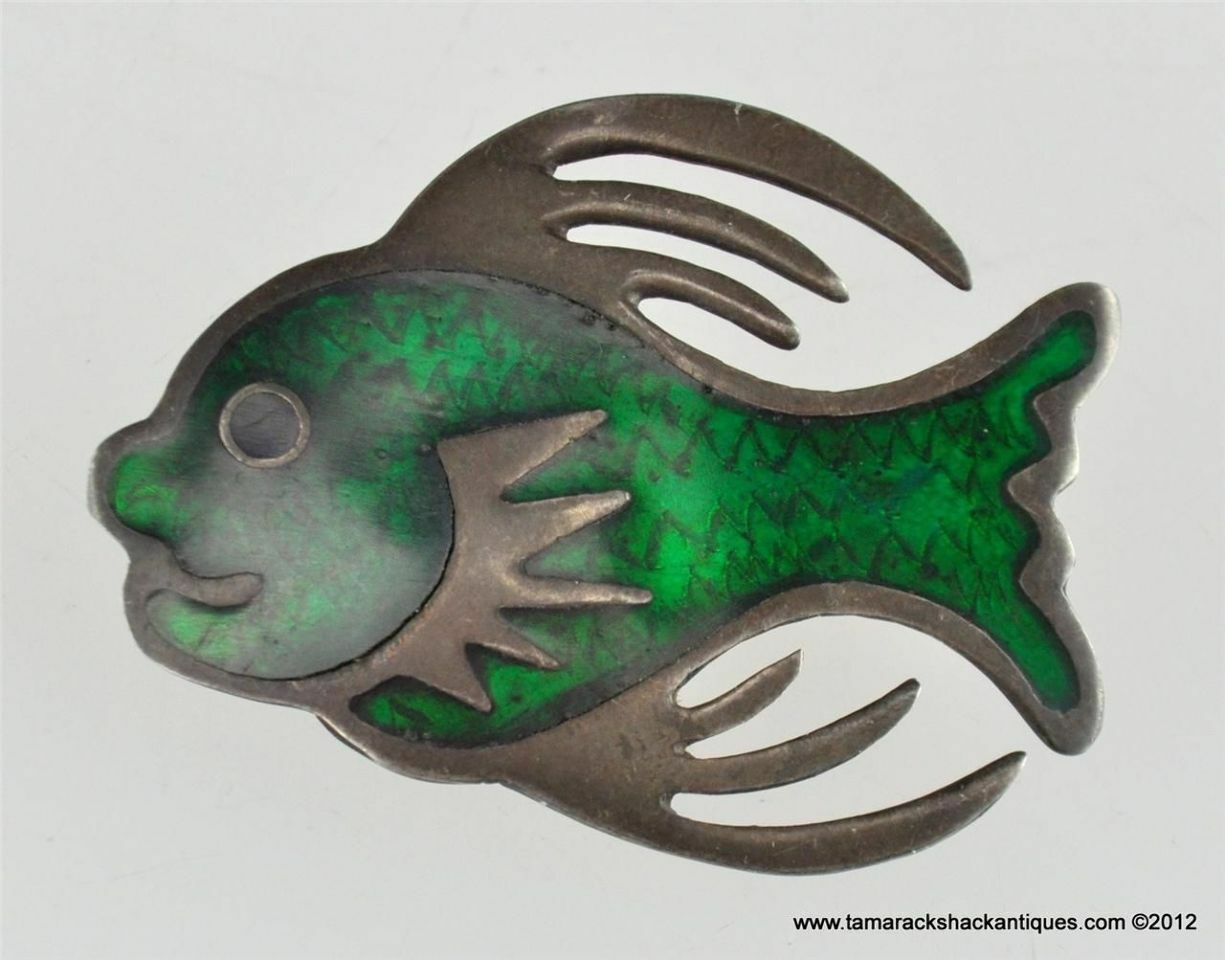 Vintage Sterling Silver Emerald Green Enameled Smiling Fish Lapel Pin Marked